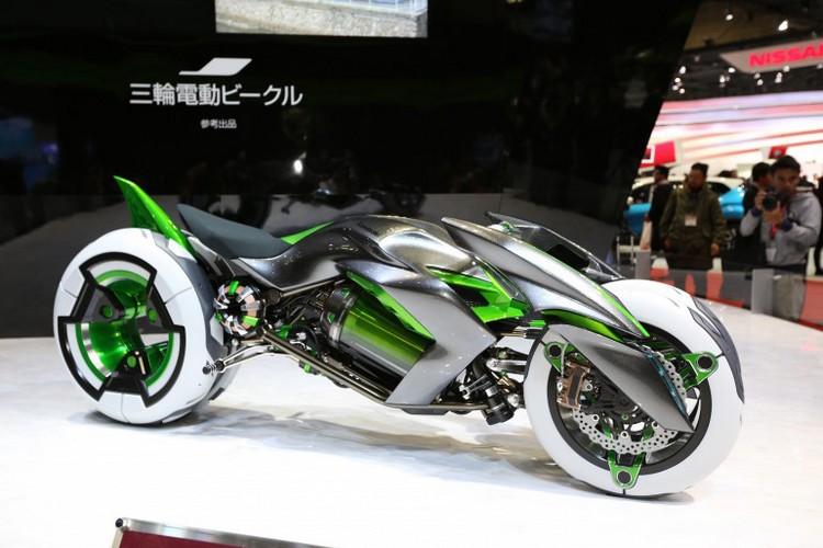concept j la moto lectrique trois roues de kawasaki tokyo. Black Bedroom Furniture Sets. Home Design Ideas