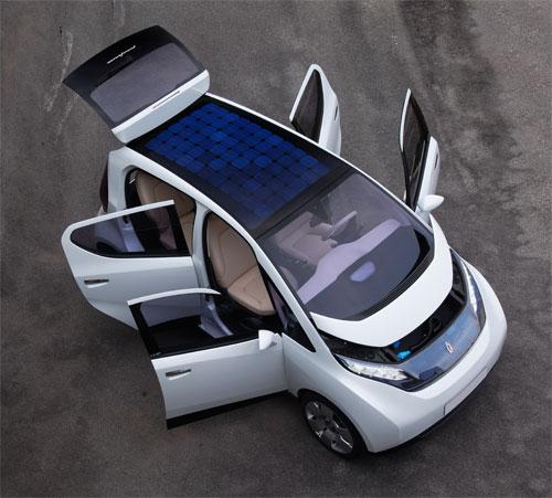 bollor et pininfarina d voilent leur nouvelle voiture lectrique paris. Black Bedroom Furniture Sets. Home Design Ideas