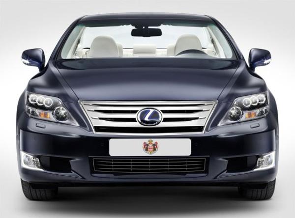 une voiture hybride d capotable lexus pour le mariage du prince de monaco. Black Bedroom Furniture Sets. Home Design Ideas