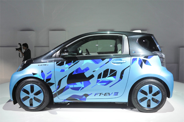 toyota ft ev iii l 39 iq lectrique arrivera en 2012. Black Bedroom Furniture Sets. Home Design Ideas