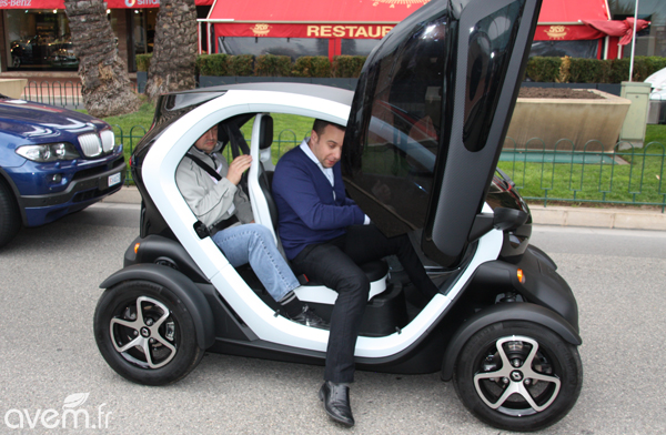 premiers tours de roue en renault twizy. Black Bedroom Furniture Sets. Home Design Ideas