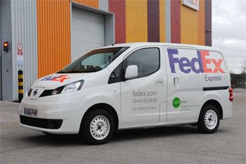 nissan teste l 39 utilitaire lectrique e nv200 avec fedex au. Black Bedroom Furniture Sets. Home Design Ideas