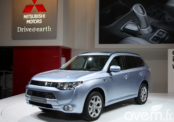 Mitsubishi r�v�le l�Outlander hybride rechargeable au Mondial de Paris - Photo 1