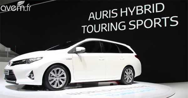 auris touring sports toyota d voile le premier break compact hybride au mondial de paris. Black Bedroom Furniture Sets. Home Design Ideas