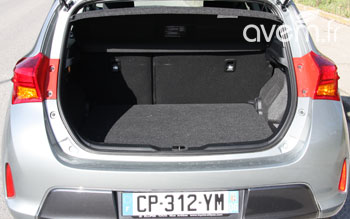 voiture hybride notre essai de la nouvelle toyota auris. Black Bedroom Furniture Sets. Home Design Ideas