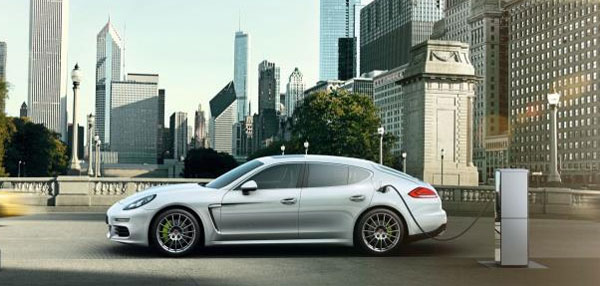 la nouvelle porsche panamera hybride devient rechargeable. Black Bedroom Furniture Sets. Home Design Ideas