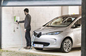 Renault Zoé ZE – Installation de la wall-box offerte en Angleterre - Photo 1