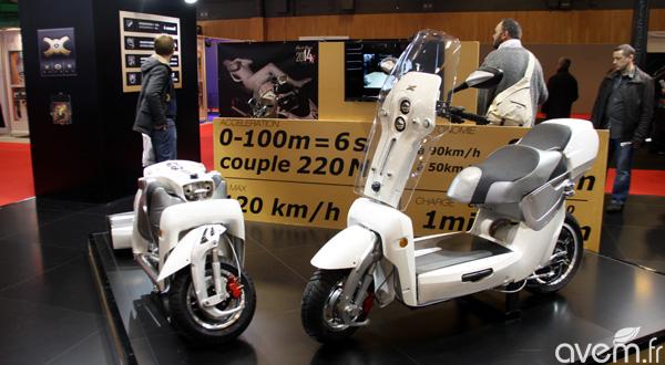 Le scooter lectrique pliable xo2 au salon de la moto de paris - Salon de la moto 2013 ...