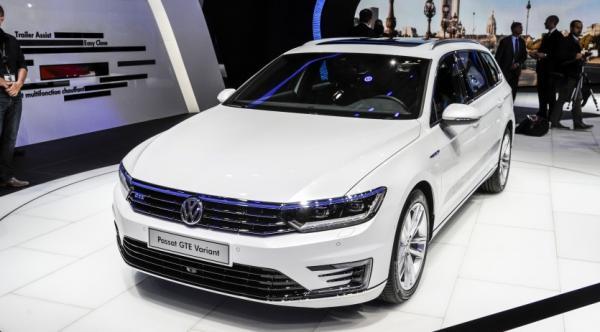 passat gte la familiale hybride rechargeable de volkswagen au mondial de l auto. Black Bedroom Furniture Sets. Home Design Ideas
