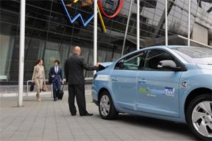 Le service e-Business taxi, lanc� en 2012, utilisait une dizaine d'exemplaires de la Fluence associ�s � une station d'�change batteries fournie par Better Place