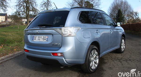 mitsubishi outlander phev le 4x4 hybride rechargeable l essai. Black Bedroom Furniture Sets. Home Design Ideas