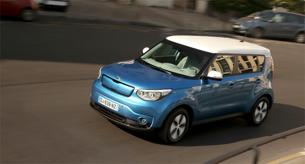 kia soul ev le crossover lectrique partir de 28990. Black Bedroom Furniture Sets. Home Design Ideas