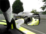 La Tesla Roadster et l'Audi e-tron sur le circuit des 24 heures du Mans